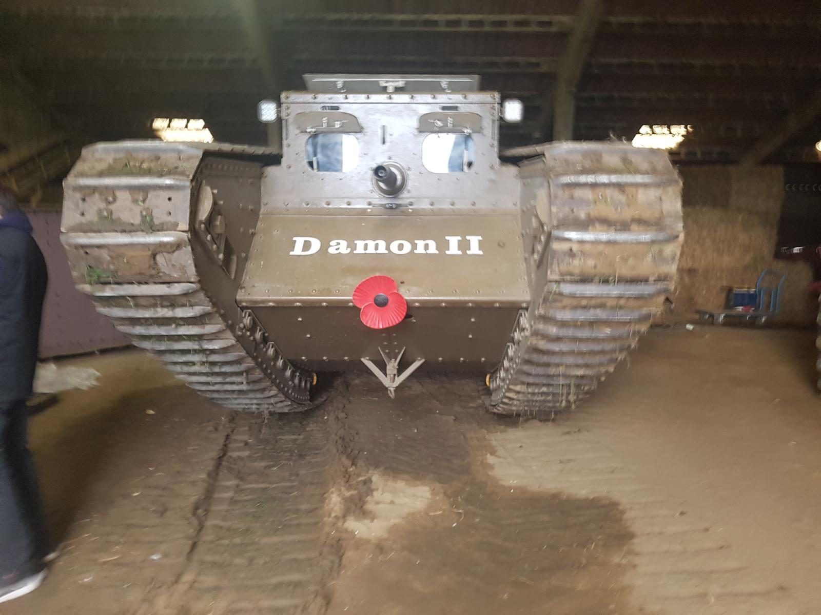 Steen hat dann mit seinem Vater einen eigenen Panzer gebaut...