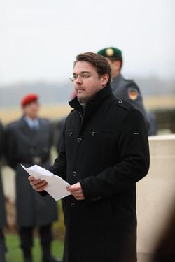 Fördermitglied Christoph Endter verliest die Grußworte des neuseeländischen Militärattachés