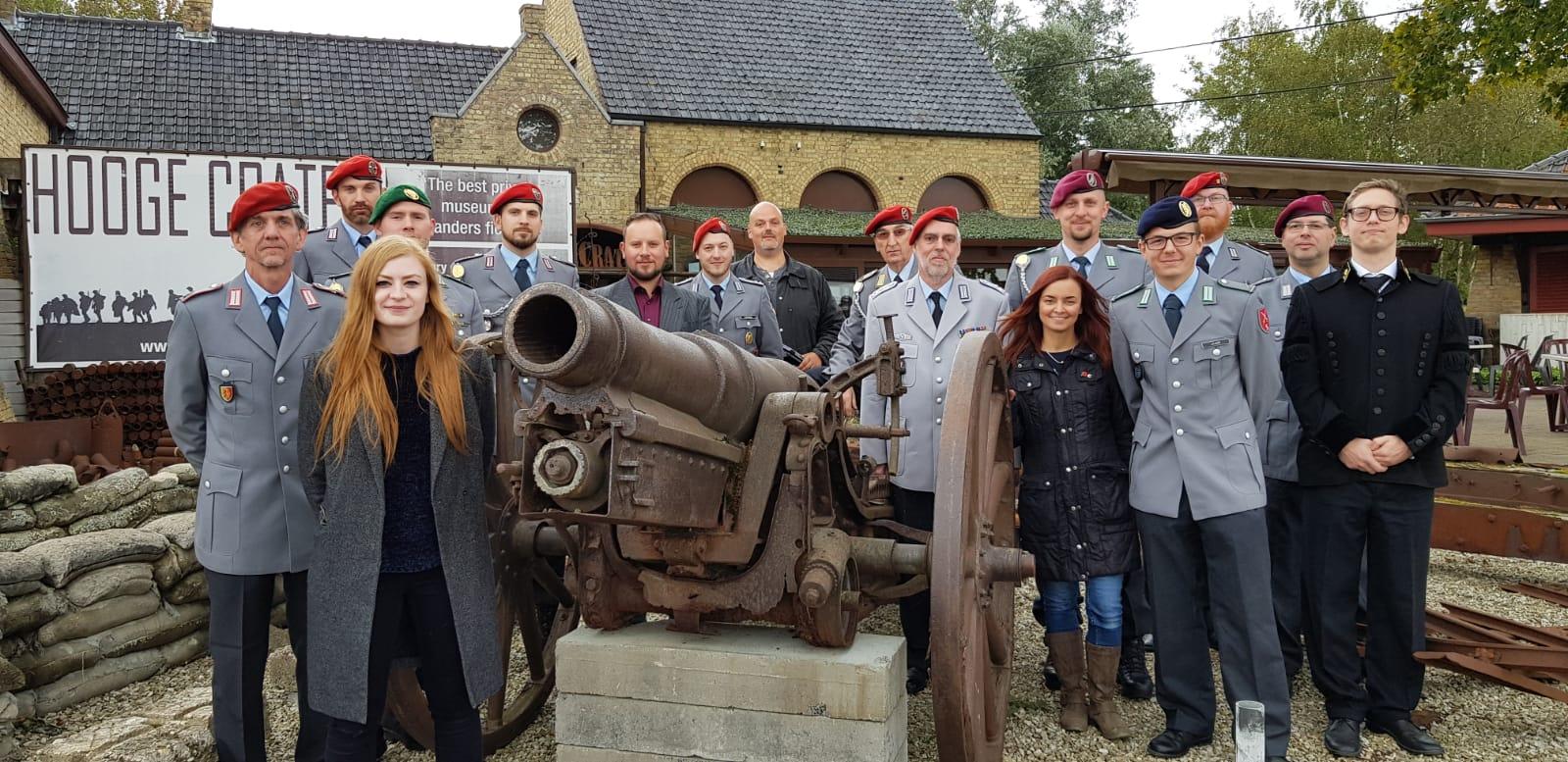 Die RK Kassel mit Historiker  Robin Schäfer und und belgischen Mitarbeiterinnen des Museum