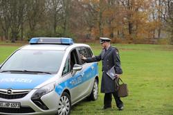 Begrüßung des Polizeischutzes durch den Leitenden und RK-Vorsitzenden, OLt d.R. Valentino Lipardi