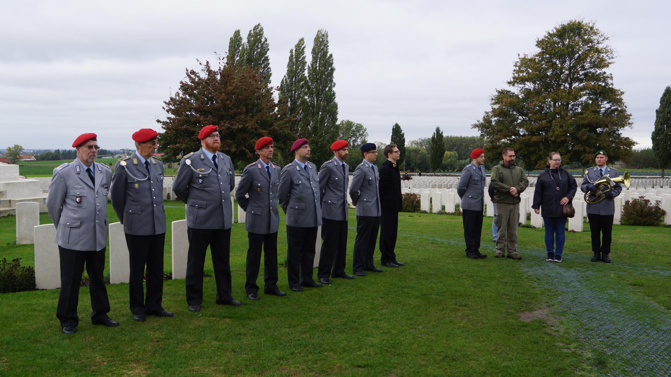 An den deutschen Grabsteinen