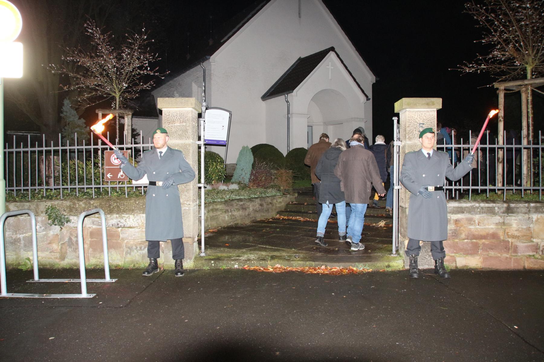 Prozession zum Friedhof Niederzwehren