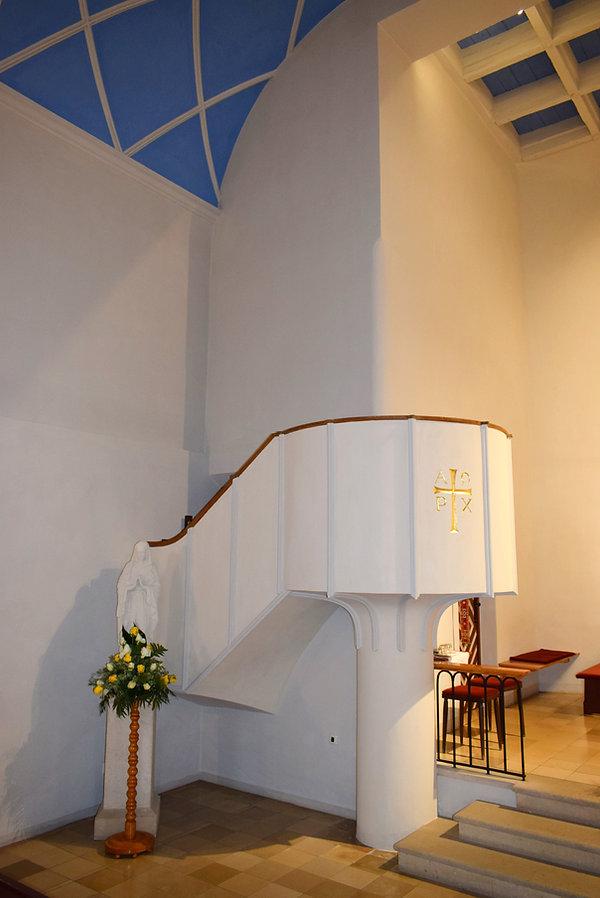 Kanzel und Marienstatue in der Kirche zum Hl. Josef Güttenbach Pinkovac