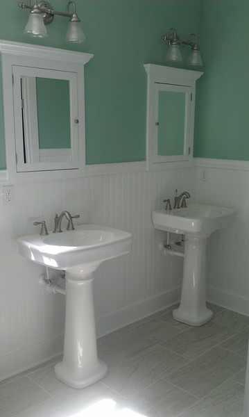 chesser home bathroom 2.jpg