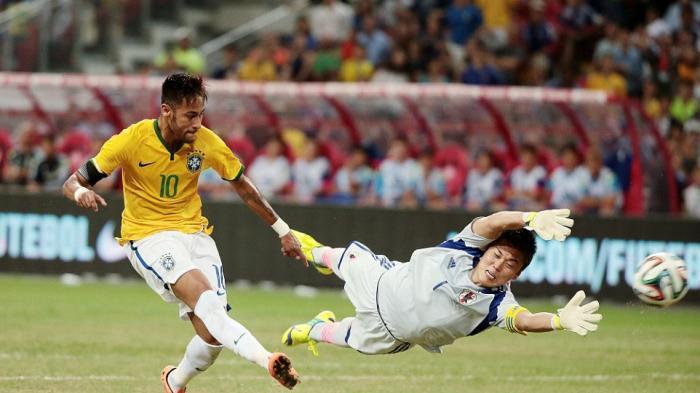 20141015_074559_brazil-striker-neymar-japan-keeper-eiji-kawashima