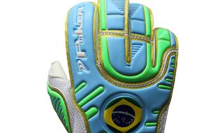 Poker lança luva especial para Prass na Rio16