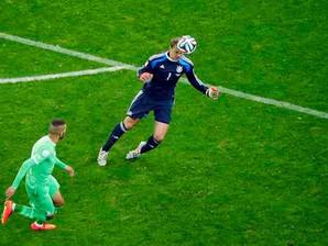 Neuer: que goleiro é esse?