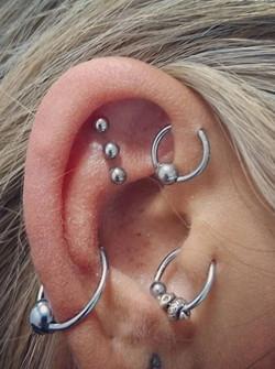 A-D-piercing-tattoo-saintes-valere-tattoo-2