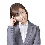 悩む女性2 (1).jpg