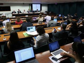 Entidades de TI comemoram aprovação do projeto que libera terceirização.