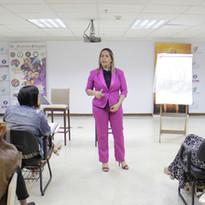 Tiana dando aula
