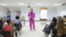 Tiana dando aula.JPG