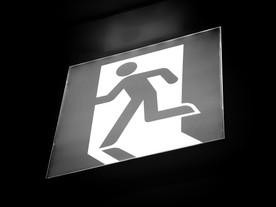 Se a saída é pela porta, por que será que todos só olham para o teto?