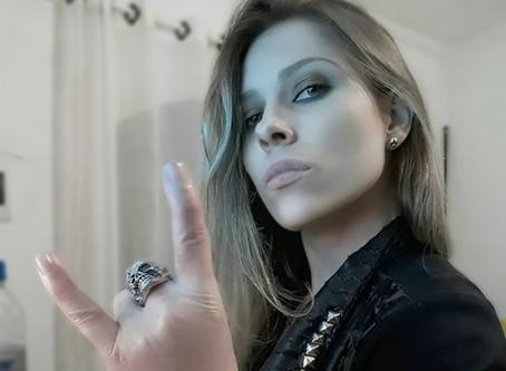 #livehihatgirls com Isis Correia