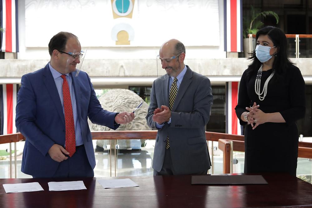 El Presidente del BCCR y el Ministro de Hacienda enviaron una carta al FMI para solicitar un instrumento de asistencia financiera por unos $1.750 millones - Fotografía de Presidencia de Costa Rica