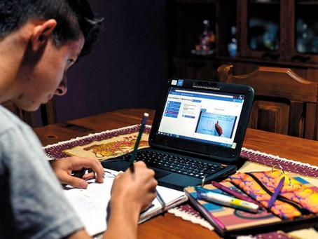 """""""La educación en línea es como un seguro de vida y ha sido nuestra tabla de salvación"""""""
