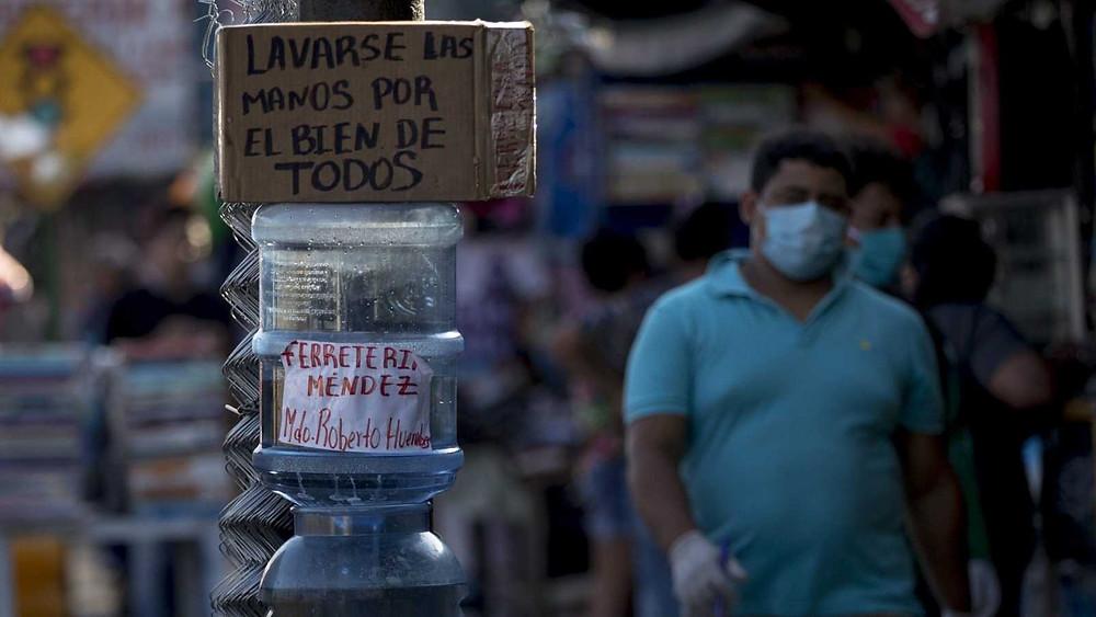 En Nicaragua la población lucha con sus propias medidas contra el coronaviruas, ante la inacción por parte del Gobierno - Fotografías de EFE por Jorge Torres