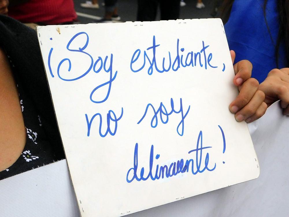 """""""¡Soy estudiante, no soy delincuente!"""" - Fotografía de Jairo Videa"""