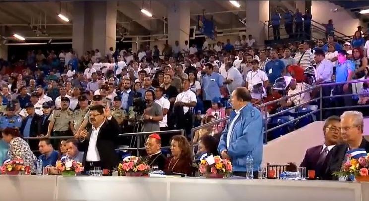 Daniel Ortega inaugura el estadio