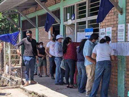 Incertidumbre, puñetazos, denuncias de fraude e inconsistencias en primarias de Honduras