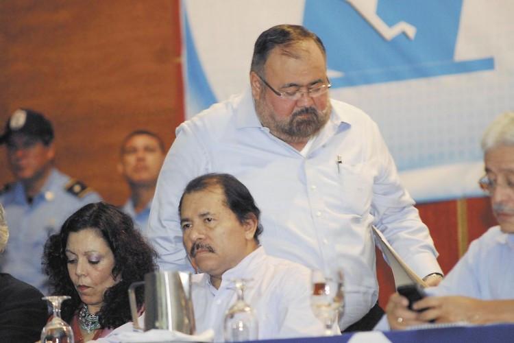 Roberto Rivas junto a Daniel Ortega y Rosario Murillo
