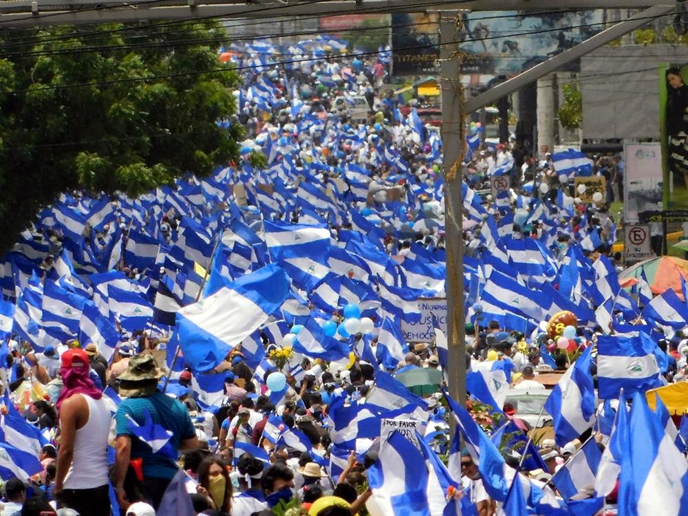 """""""Marcha de Las Flores"""" - Fotografía de Juan Daniel Treminio"""