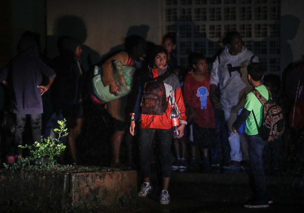 Pobladores de Bilwi, Puerto Cabezas, buscan refugio ante los huracanes Eta e Iota | Fotografía de AFP