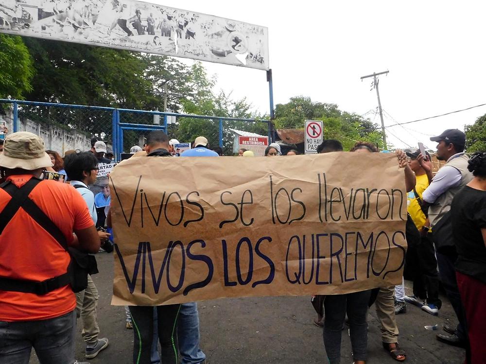 """""""Vivos los queremos"""" - Fotografía de Jairo Videa"""