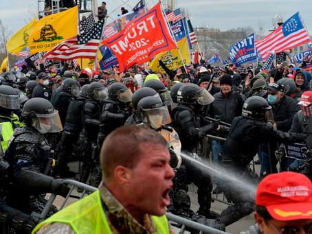 Escenas de caos en Capitolio de EE.UU. tras violenta irrupción de simpatizantes de Trump