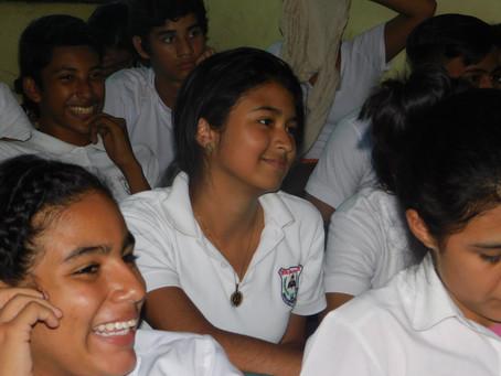 Jóvenes de educación secundaria debaten sobre la democracia