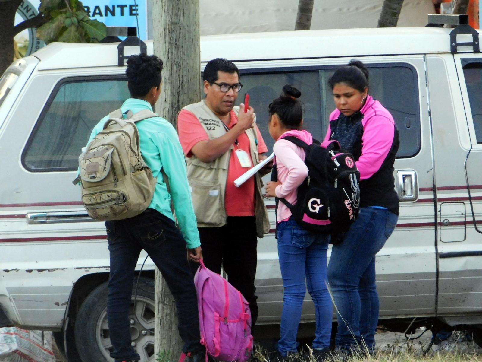 """Según datos de las organizaciones de derechos humanos y el Estado de Honduras, más de 500 personas abandonan el país de manera regular todos los días, siendo un efecto considerado """"de goteo""""."""