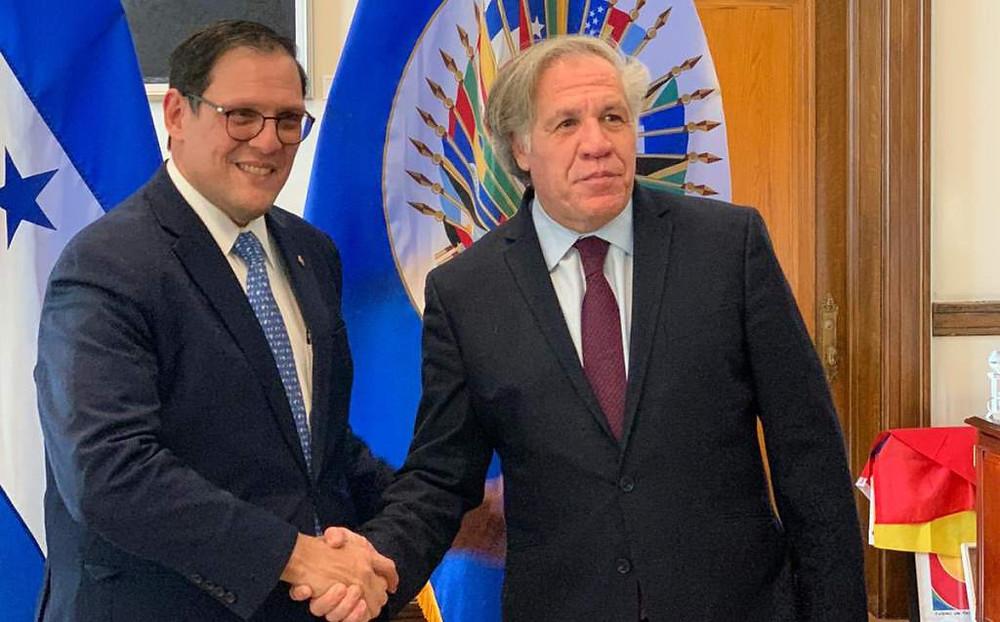 Lisandro Rosales (Canciller de Honduras) junto a Luis Almagro (Secretario General de la OEA) durante ka instalación de una mesa de evaluación para la MACCIH el 13 de noviembre