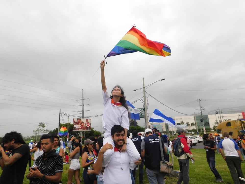 El PRIDE de 2018 en Nicaragua se convirtió en una marcha para exigir la salida de la dictadura orteguista | Fotografía de Coyuntura por Jairo Videa