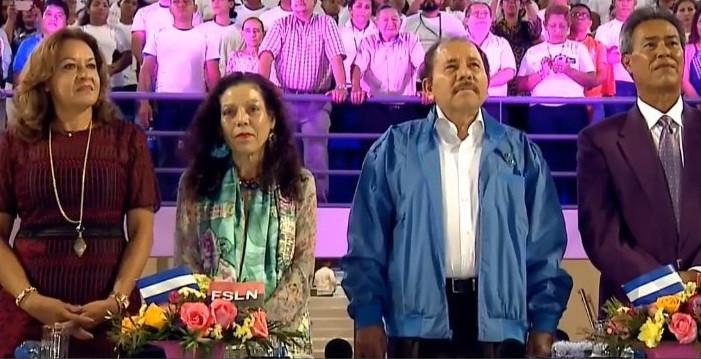 Daniel Ortega y Rosario Murillo en la inauguración del nuevo Estadio Nacional de Béisbol (Fotografía de TN8)