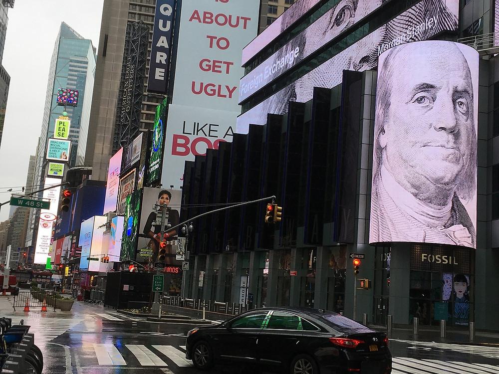 """""""Is about to get ugly"""" en Broadway, Manhattan - Fotografía de No Ficción por Sergio Palencia"""