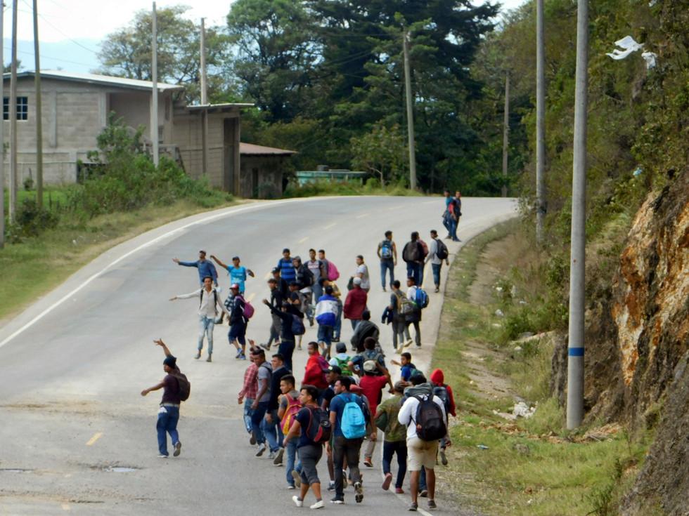 """""""La esperanza es sin duda alguna lo último que se pierde. Duele decirlo, pero prefiero morir en el camino a ser asesinado por un compatriota en mi propia tierra"""", nos comenta un joven de 21 años que huye de las pandillas en Honduras."""