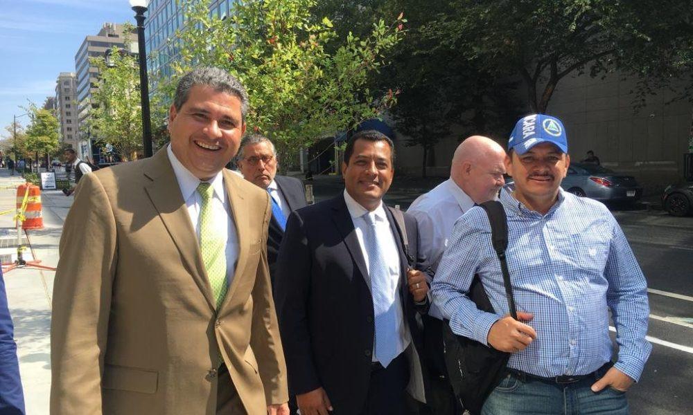 De izquierda a derecha: Juan Chamorro ( ACJD), Félix Maradiaga (UNAB) y Medardo Mairena del Movimiento Campesino - Fotografía cortesía