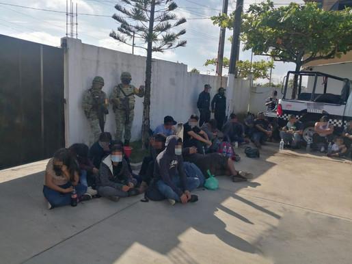 Hallados 233 migrantes centroamericanos en un tráiler abandonado al sur de México