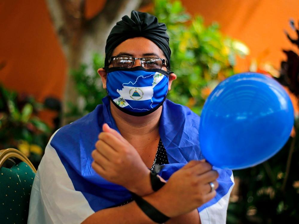 El domingo 04 de octubre la Unidad Nacional Azul y Blanco (UNAB) conmemoró dos años de su conformación | Fotografía de EFE por Jorge Torres