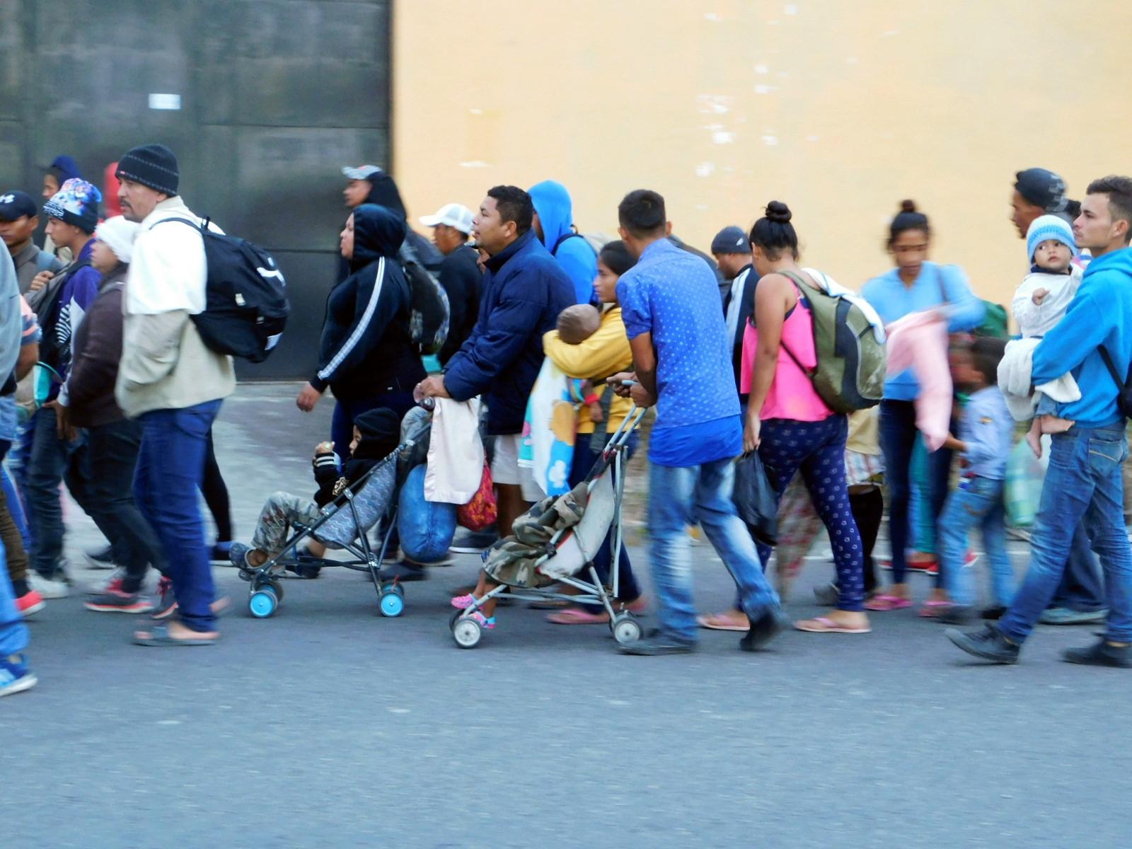 """Honduras y los Estados Unidos de América alcanzaron un acuerdo y ahora el país centroamericano aceptará migrantes que deseen solicitar asilo en el país norteamericano. Esto es considerado por muchos activistas como """"injusto"""" e """"irreal""""."""