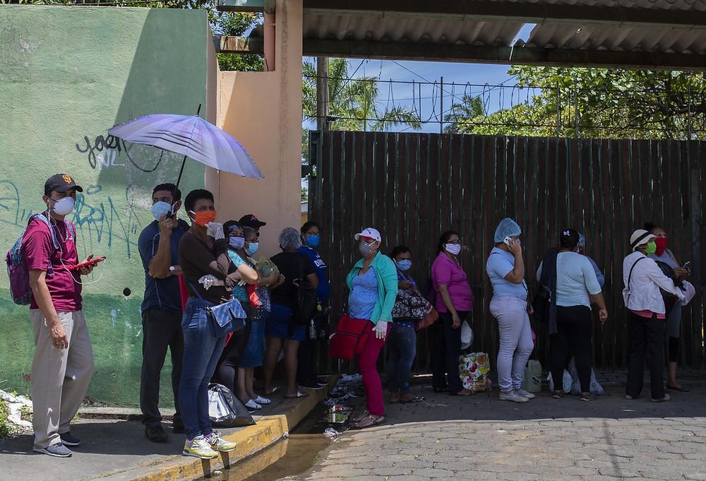 Los hospitales de Nicaragua, entre ellos el Alemán Nicaragüense, están casi saturados por la cantidad de personas contagiadas de Covid-19 - Fotografía de The New York Times por Inti Ocon