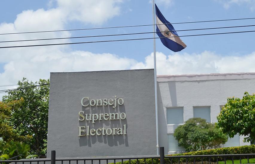 CSE entrega formularios para la inscripción de candidatos para los comicios generales