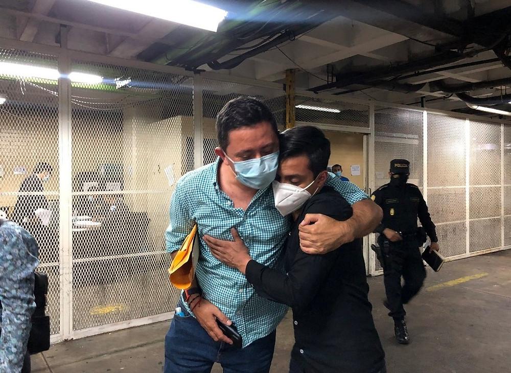 El periodista guatemalteco Sonny Figueroa fue capturado el pasado 11 de septiembre por agentes de la Policía Nacional Civil (PNC). Fue acusado de alterar el orden público, sin embargo, varios indicios apuntan a una trampa tendida a Figueroa tras una publicación sobre el Centro de Gobierno de Guatemala - Fotografía de Pía Flores