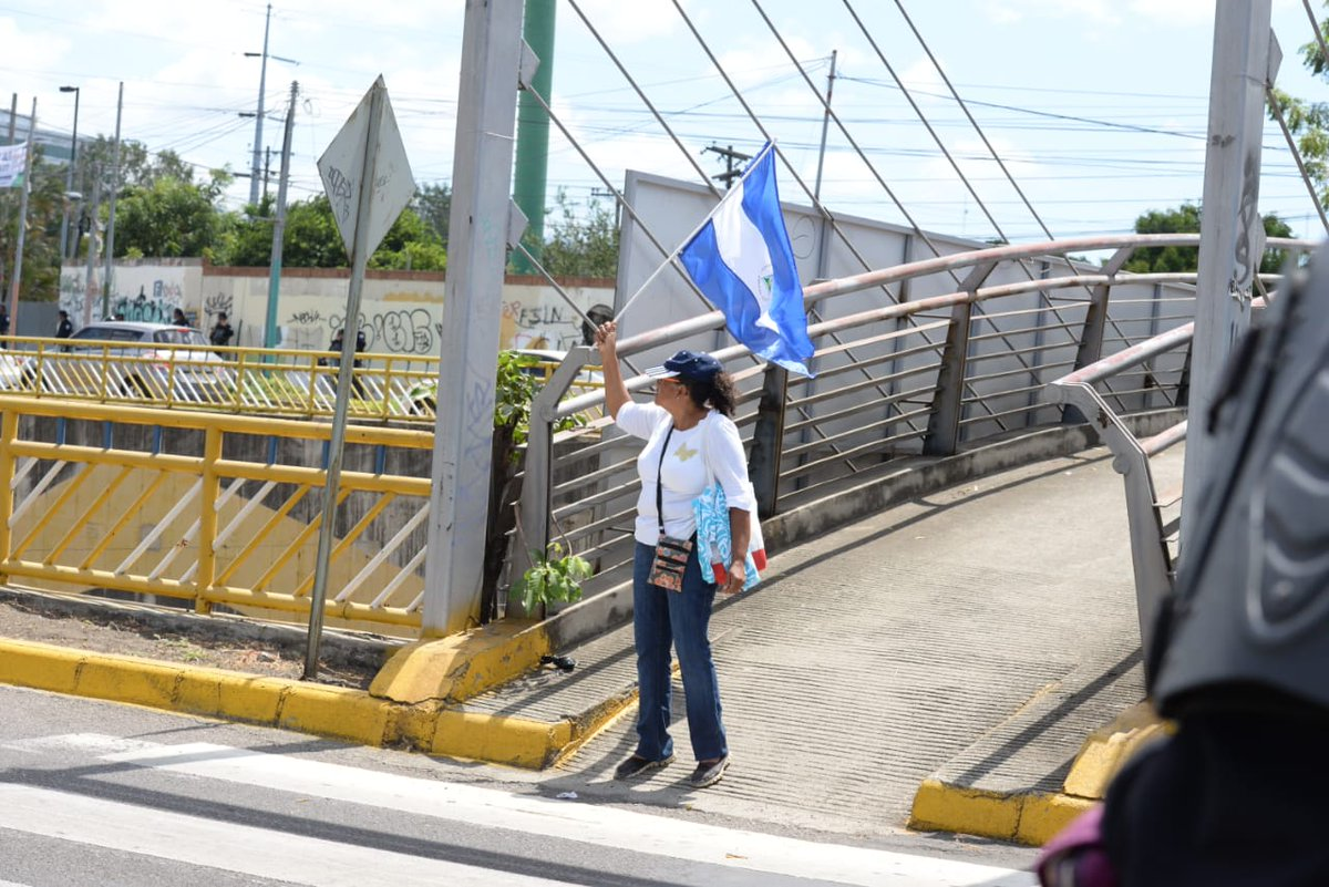 La ciudadana solo portaba la bandera de Nicaragua