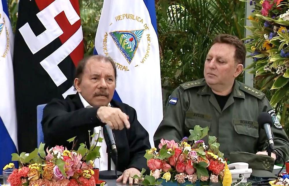 """En los tiempos de Ortega mostrar al Ejército de su lado es crucial. El Jefe del Ejército, Julio César Avilés, ha demostrado su """"neutralidad"""" ante tantos crímenes - Fotografía de La Prensa"""