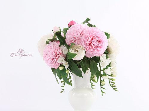 """Композиция """"Дуэт"""", цветы пиона и  фрезии"""