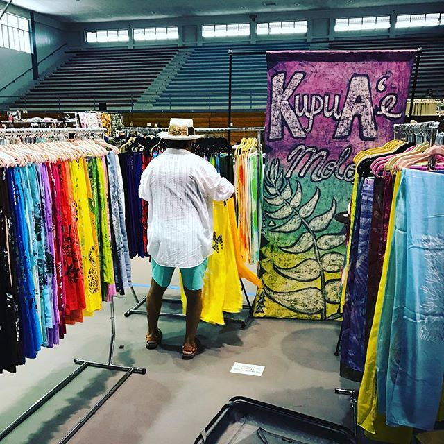 Setting my up for the NA Makua Craft Fair!! Happening 4pm -9pm today!! At the Civic in Hilo #kupuaem