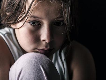 Grupo de crianças canadenses alerta para aumento maciço de tentativas de suicídio de jovens relacion