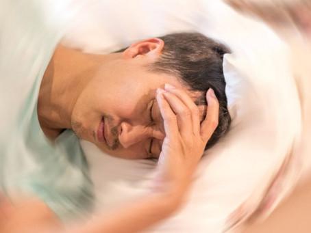 O que causa perda de percepção de vertigem e desequilíbrio em pacientes com Trauma Cranioencefálico?