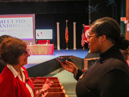 PHOTO SLIDESHOW: STUDENT JOURNALISM AND PRODUCTION AT MEET THE CANDIDATES NIGHT